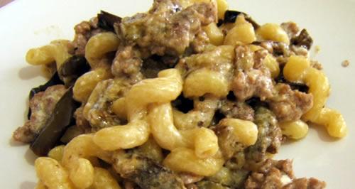 Pasta con crema di Stracchino, Melanzane e prosciutto