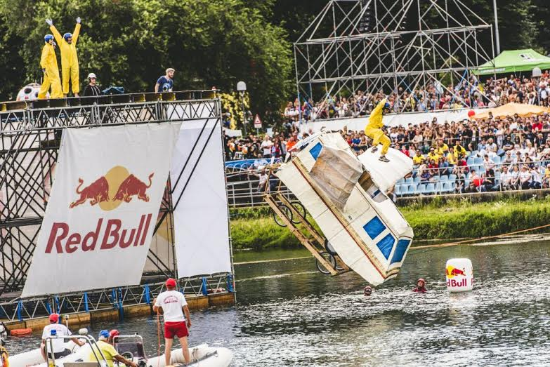 Participants performs at the Red Bull Flugtag in Milan, Italy on June 19, 2016 // Marco Campelli/Red Bull Content Pool // P-20160619-01220 // Usage for editorial use only // Please go to www.redbullcontentpool.com for further information. //