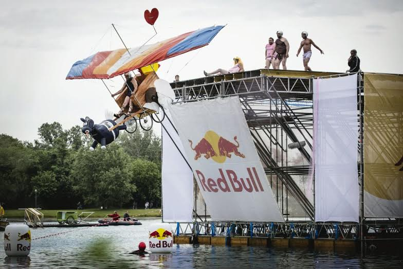 Participants perform at the Red Bull Flugtag in Milan, Italy on June 19, 2016 // Mauro Puccini/Red Bull Content Pool // P-20160620-00114 // Usage for editorial use only // Please go to www.redbullcontentpool.com for further information. //