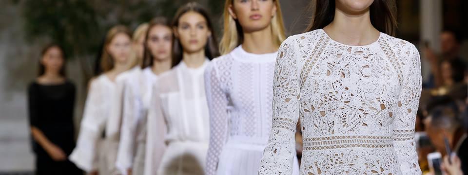 New York Fashion Week, Oscar de la Renta collezione in evoluzione tra passato e futuro