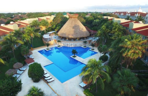 Viva-Wyndham-Azteca-Messico-main-pool